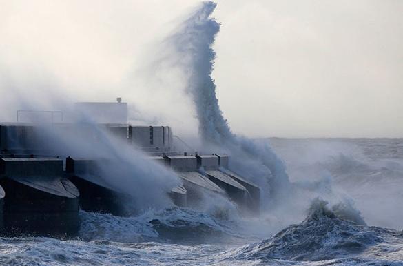 Тайфун прервал сообщение Сахалина с материком