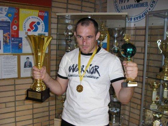 Украинский боец UFC послал войну на три буквы. Борец с наградами