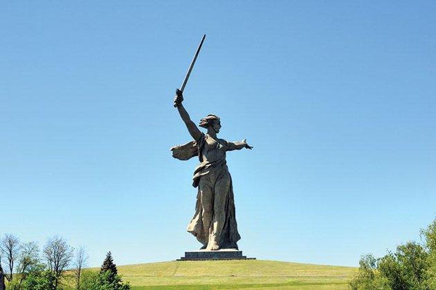 Сторонники Навального поглумились над монументом «Родина-мать зовет!»
