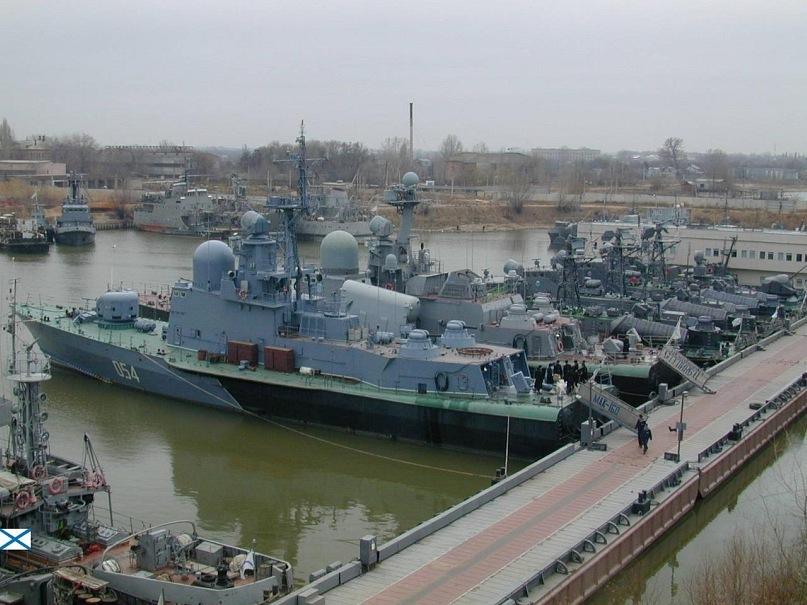 Каспийская флотилия участвует в тренировке по проверке боеготовности. Каспийская флотилия участвует в тренировке по проверке боеготовн