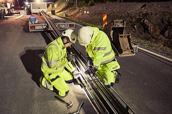 В Швеции открыли дорогу с заправкой автомобиля на ходу. В Швеции открыли дорогу с заправкой автомобиля на ходу