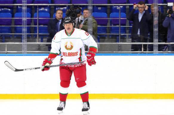 Лукашенко не умеет играть в хоккей. 402871.jpeg