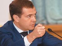 Медведев пообещал облегчить жизнь бизнесменам