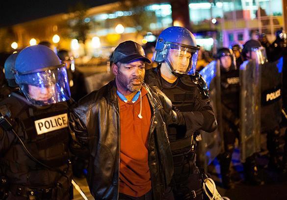 Полиция проводит массовые аресты в бунтующем Балтиморе. Балтимор