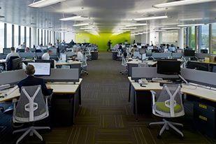 Эксперт: Офисный планктон, ИП и сферу услуг ждут увольнения и банкротства. Офисные сотрудники