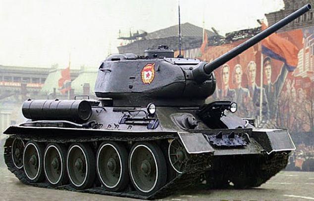 Российские военные выкопали танк Т-34 в районе Голанских высот и отреставрировали его. 400878.jpeg