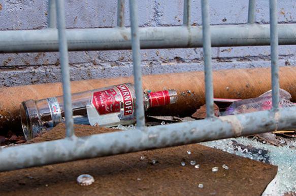 Россияне упиваются паленой водкой