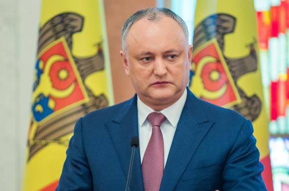 Президент Молдавии отправился с неофициальным визитом в Москву.