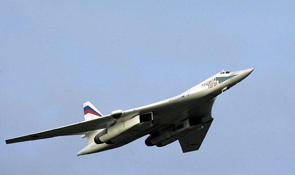 Американские военные опубликовали видео пролета российского Су-24 над эсминцем USS Ross. Истребитель