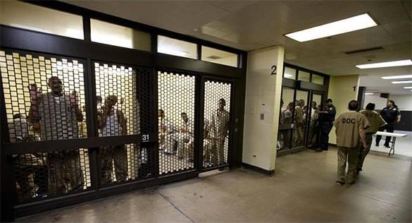 Полицейские в США изнасиловали подозреваемого во время допроса. 319886.jpeg