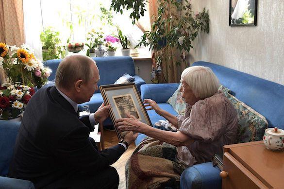 Владимир Путин поздравил Людмилу Алексееву с юбилеем. 371887.jpeg