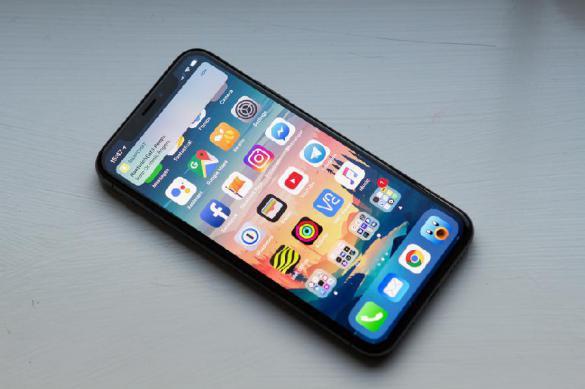 Судебные приставы поймали должника в очереди за iPhone X. Судебные приставы поймали должника в очереди за iPhone X