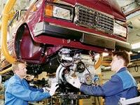 Производство автомобилей в России снизилось на 60,9 процента
