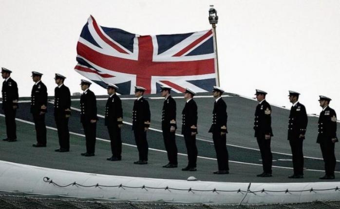 В британском парламенте предложили расширить люки на подлодках для толстых моряков. 399890.jpeg