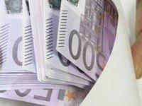 Кассирша обменника сбежала, получив от клиента 700 тысяч евро. 278891.jpeg