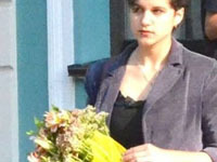 Студентка отхлестала цветами министра образования. 245895.jpeg