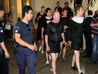 Британцев, нарядившихся на Крите в монахинь, арестовала полиция