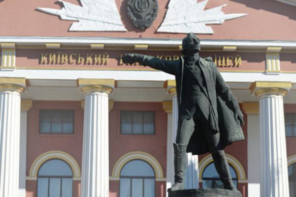 Киевское суворовское училище лишится памятника Суворову. 395897.jpeg