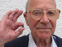 Из тела британца вышла шрапнель, попавшая в него 65 лет назад