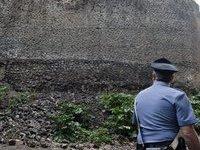 Стена в Помпеях, простоявшая 2 тысячи лет, не выдержала дождя. 247903.jpeg