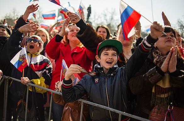 Россияне считают, что Крым вернулся окончательно и навсегда. Севастопольцы приветствуют воссоединение с Россией