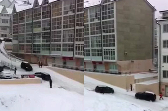 В Иркутске снегопад и гололед превратили машины в игрушки. ВИДЕО
