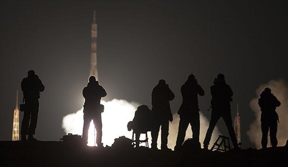 """Байконур: старт ракеты-носителя """"Союз-ФГ"""" прошел успешно. Старт Союза, журналисты"""