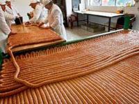Колумбийские кулинары приготовили 274-метровую сосиску. sausage