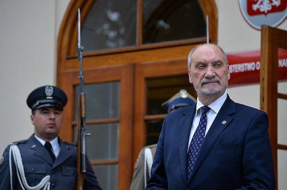 Министр обороны Польши подозревается в связях с Россией. 375911.jpeg