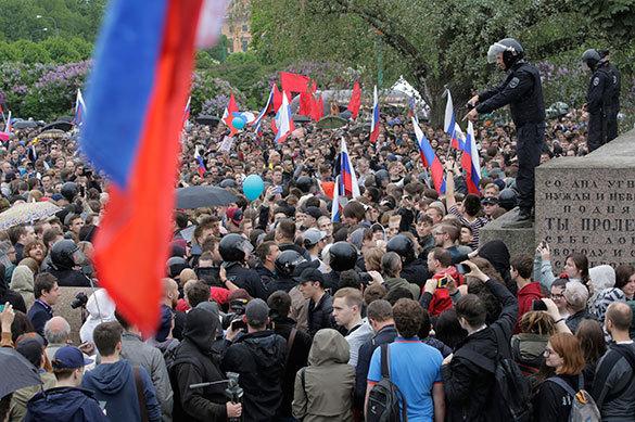 Почему Навальный промывает мозги школьникам и студентам?