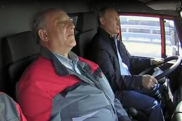 Путин за рулем КамАЗа открыл движение по Крымскому мосту. 386912.jpeg