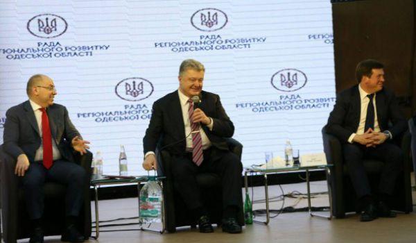 Соцсети высмеяли фото Порошенко с пятилитровой бутылью. 399913.jpeg