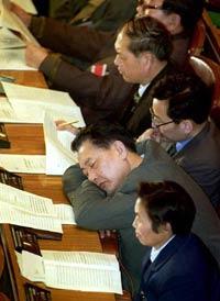 Китайских чиновников штрафуют за внебрачные связи