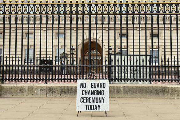 В Лондоне отменили развод караула у Букингемского дворца