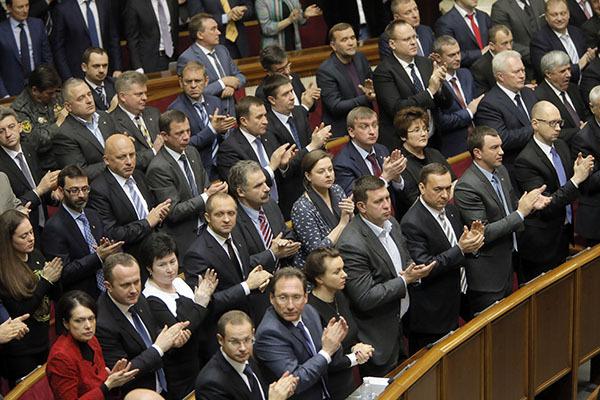 Верховная рада Украины приняла закон о военном положении. Верховная рада