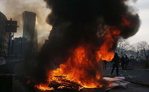 Протест во Франкфурте нарастает: ранено 70 полицейских. Франкфурт, акция протеста