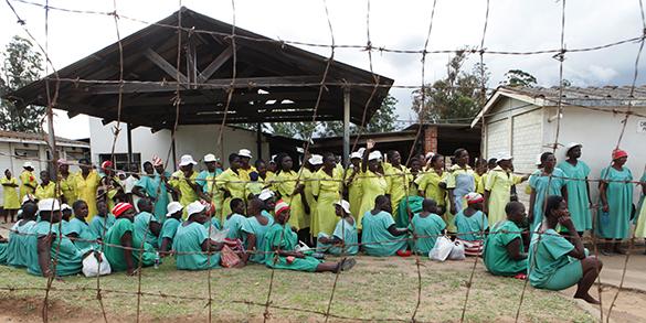 Президент Зимбабве очистил тюрьмы, помиловав две тысячи человек