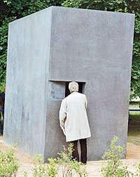 В Берлине открыт памятник гомосексуалистам – жертвам нацизма