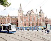 В Амстердаме автобус врезался в трамвай