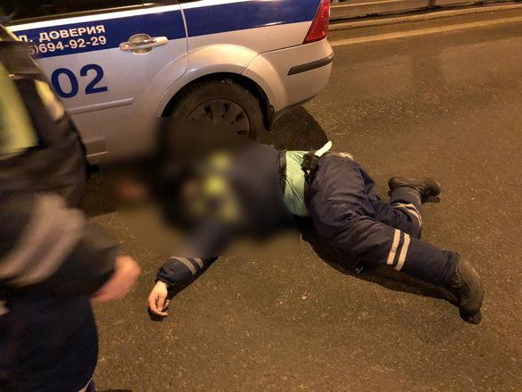 Лишенный прав таксист сбид инспектора ДПС в Москве. Лишенный прав таксист сбил инспектора ДПС в Москве