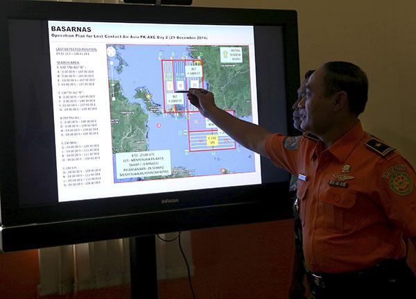 Поиски пропавшего лайнера Air Asia возобновлены. Самолет Air Asia снова ищут