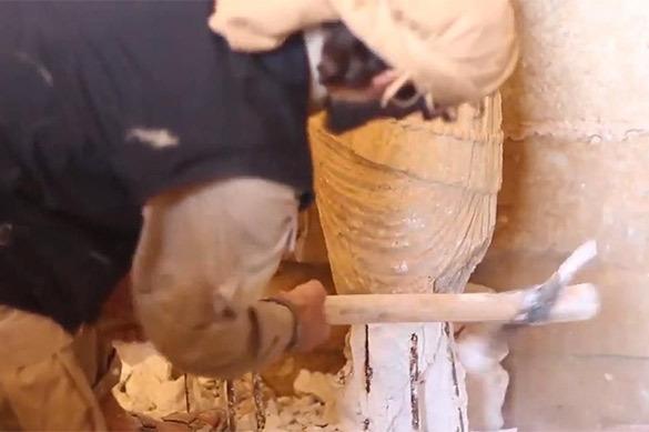 Террористы ИГИЛ размолотили статуи в Дура-Европос