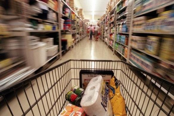 Киевляне закупают продукты впрок, боясь голода. Киев пытается закупить продукты впрок