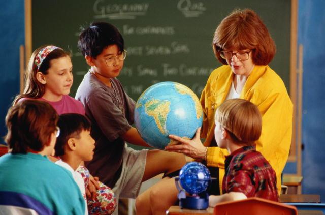 Поздравляем с праздником учителей и работников образования. 376930.jpeg