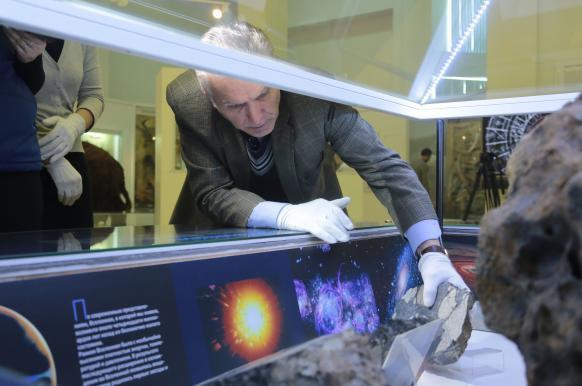 Чебаркульский метеорит вернулся на положенное место.