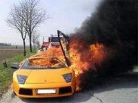 В Москве на Ленинском проспекте загорелась Lamborghini