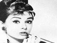 Почтовая марка с изображением Одри Хепберн продана за рекордную