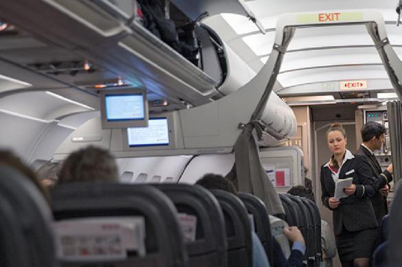 Пассажир «сдал» бортпроводника, выпивающего в туалете. 387933.jpeg