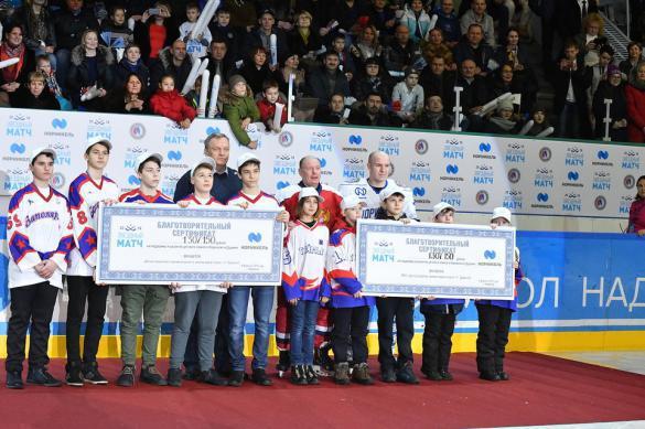 Легенды хоккея победили норильских любителей. 382935.jpeg