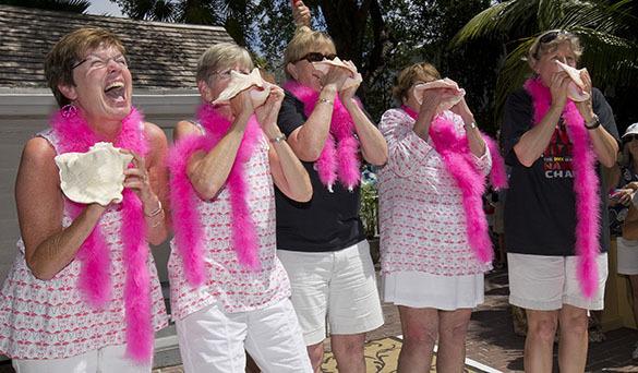 Дружно дуем в раковины: в Ки-Уэст (Флорида) снова запел рог. Конкурс игры на раковинах